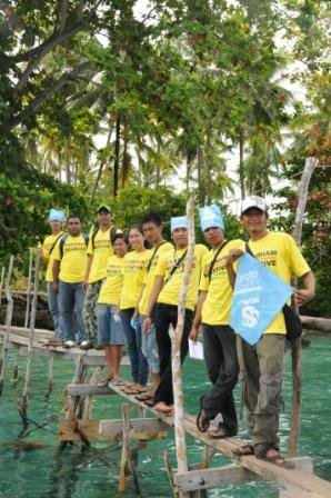 Pemasangan Energi Listrik Tenaga Surya Oleh Greenpeace Komunitas Masyarakat Tinggal