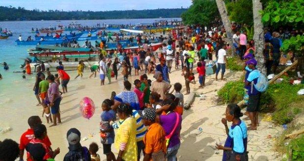 Ribuan Pengunjung Padati Pulau Mansinam Cahaya Papua Kab Manokwari