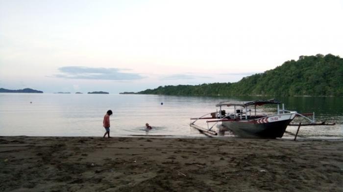Masuk Pantai Lakban Bayar Karcis Eh Toilet Airnya Indahnya Panorama