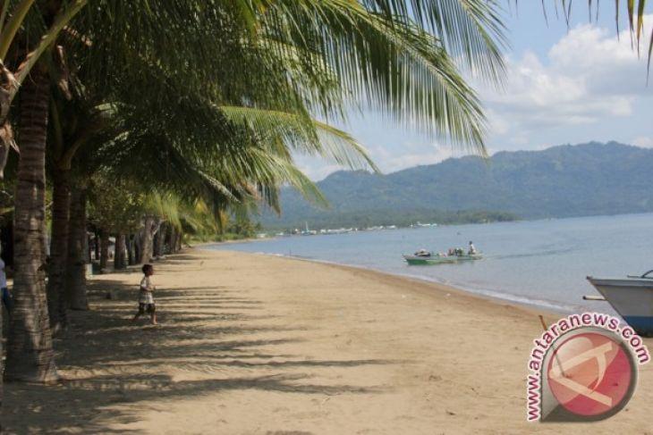 Warga Minahasa Tenggara Pilih Liburan Pantai Antara News Objek Wisata