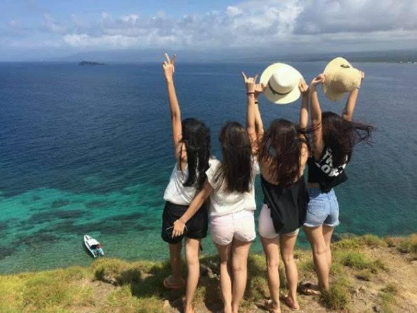 Mongabay Travel Asyiknya Selfie Menyelam Desa Tumbak Sulut Wisatawan Berfoto