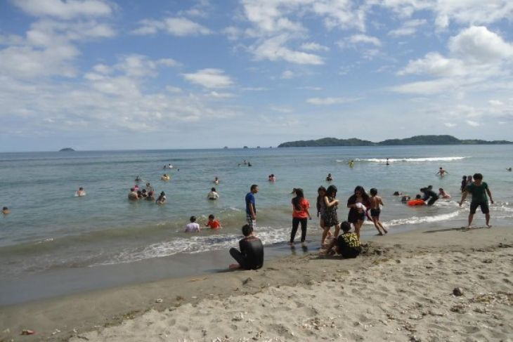 Warga Kunjungi Objek Wisata Minahasa Tenggara Antara News Sulawesi Pengembangan