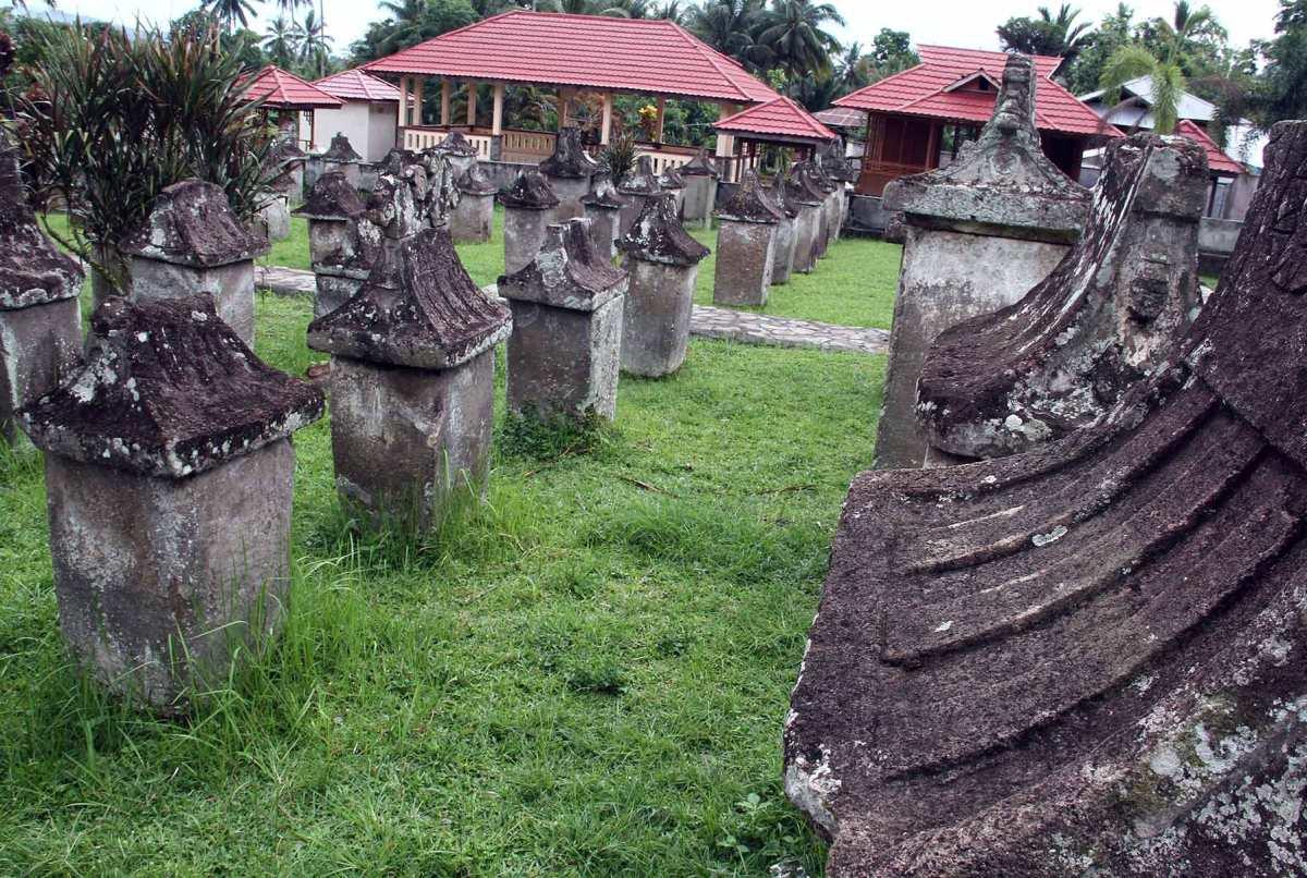 Luangkan Waktu Menenggok Taman Purbakala Waruga Sawangan Blog Ronny Buol