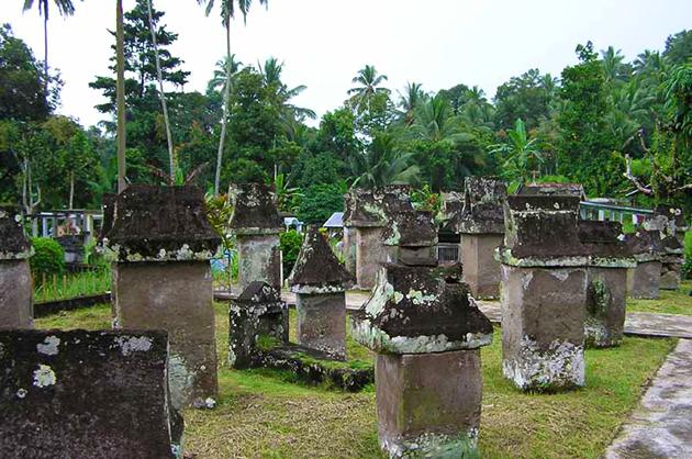 Waruga Taman Kubur Batu Minahasa Situs Sawangan Kab Utara