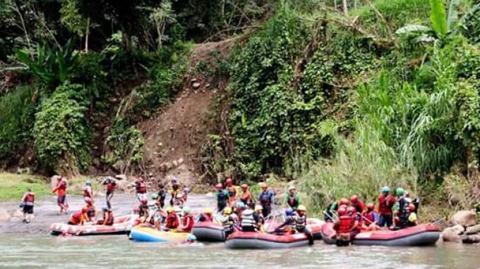 Lokasi Rafting Memacu Adrenalin Minahasa Lahat Sungai Bingei Kabupaten Tribun