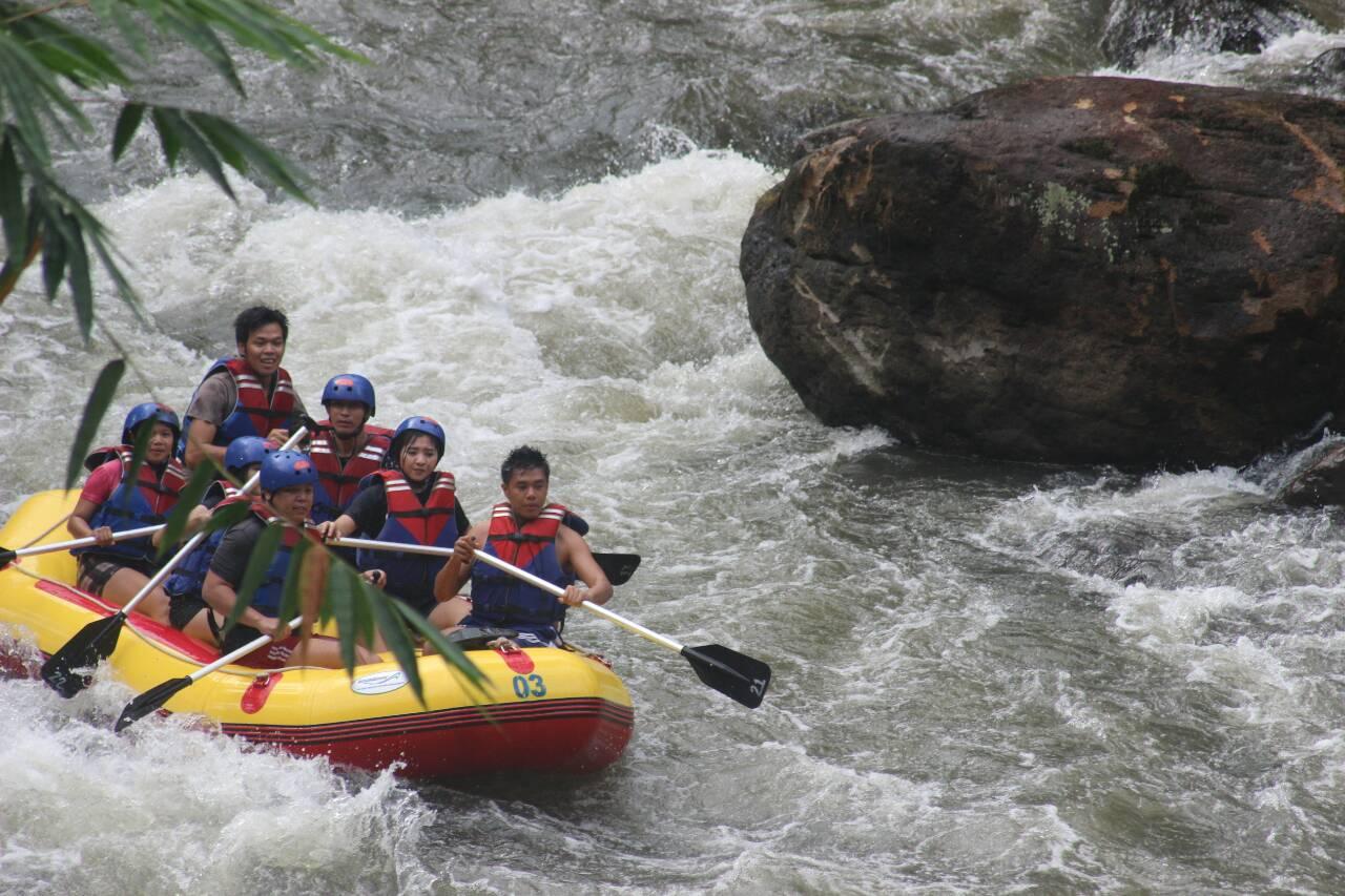 Sepasang Sepatu Hidup 12 Titik Jeram Berkelanjutan Sungai Sawangan Bagi