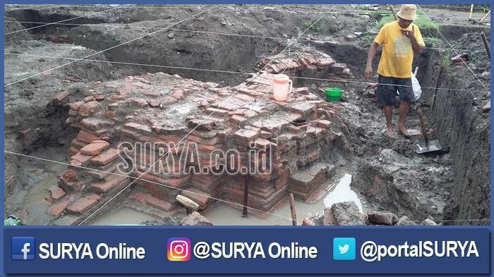 Temuan Struktur Bangunan Kuno Kemlagi Terkait Kerajaan Majapahit Proses Ekskavasi