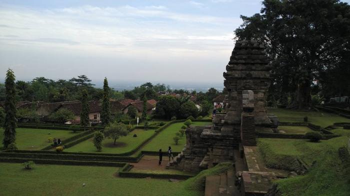 Candi Jedong Pintu Masuk Desa Perdikan Sima Arkeologi Bagian Atapnya