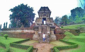 Obyek Wisata Sejarah Candi Jedong Mojokerto Gapura Lanang Jadi Salah
