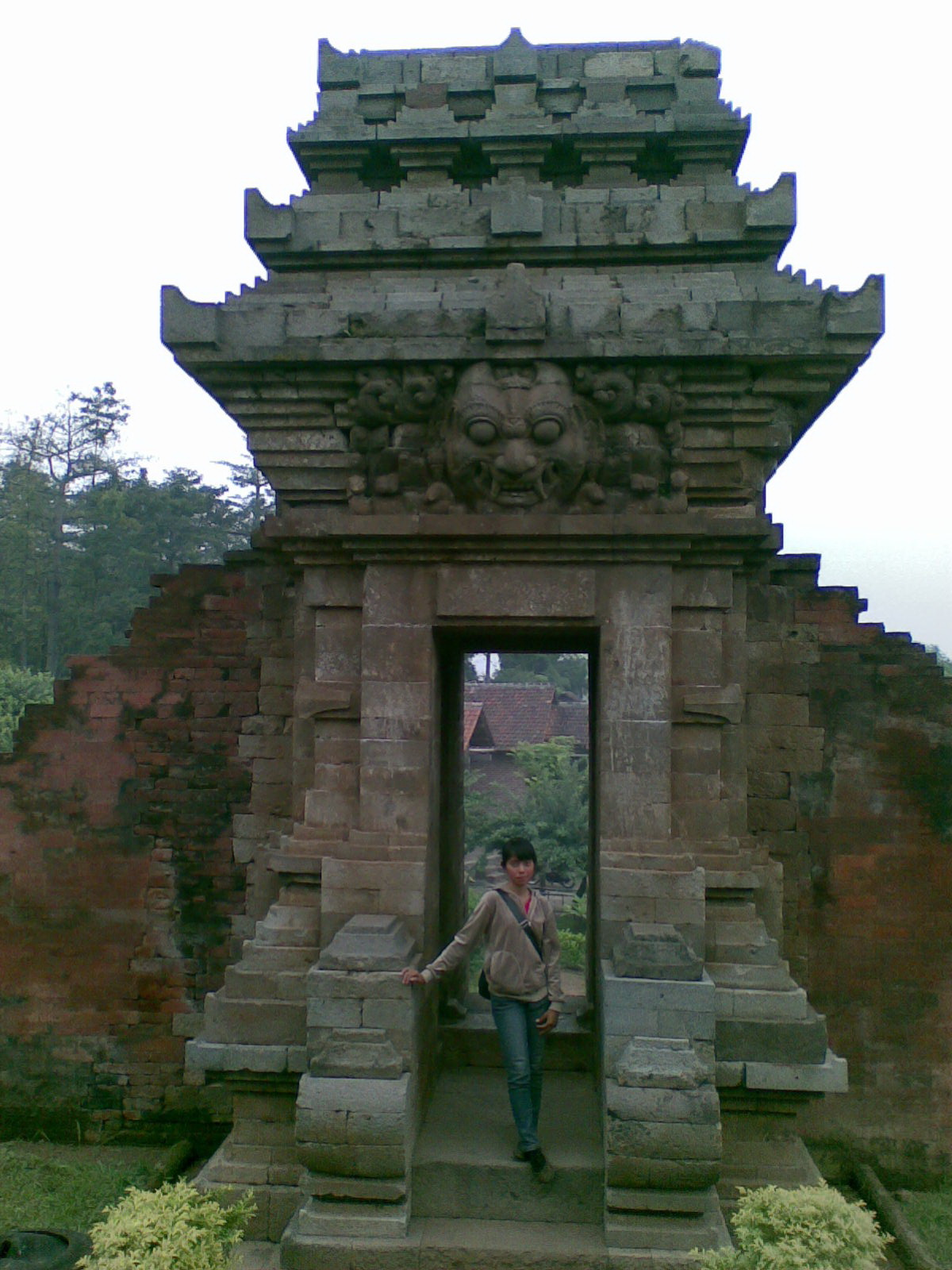 Petualangan Ali Topan Candi Jedong Peninggalan Kerajaan Majapahit Gapura Kedua