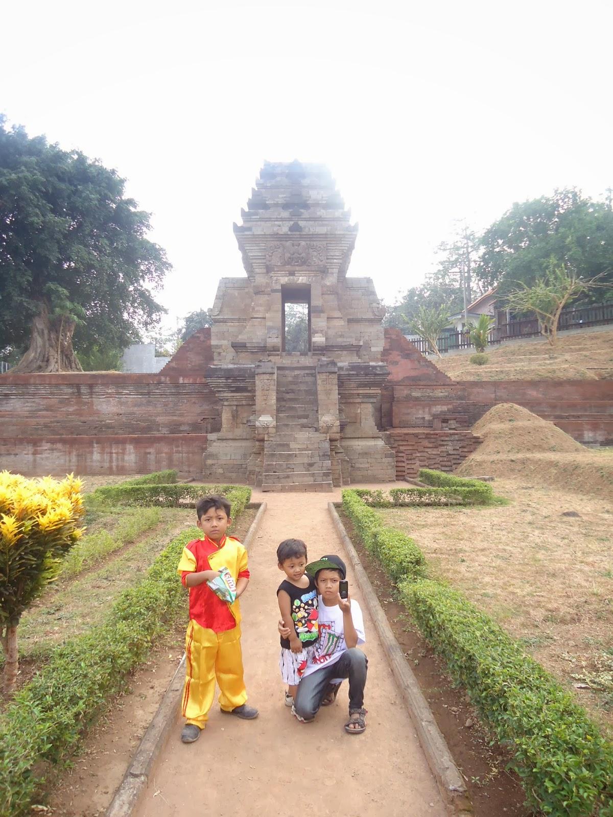 Sisa Renovasi Candi Jedong Kab Mojokerto