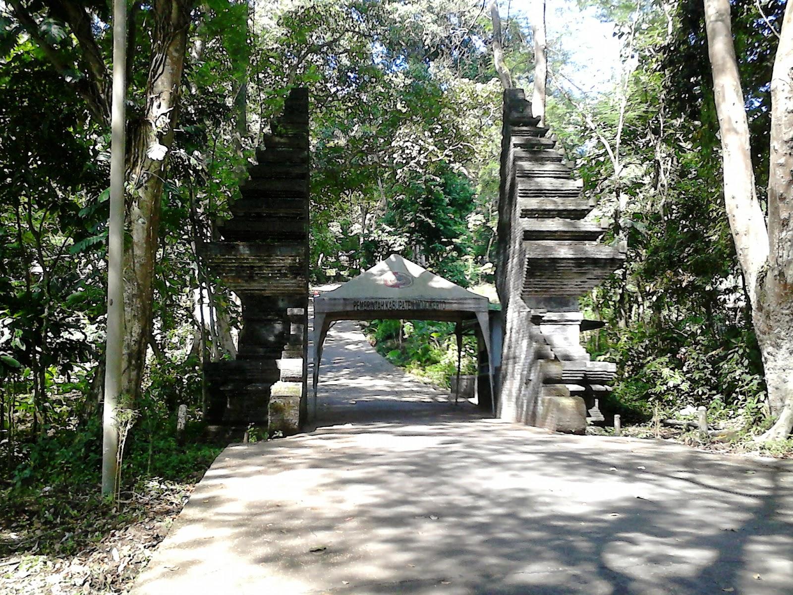Gempol Jawa Timur Jalan Masuk Candi Petirtaan Jolotundo Trawas Kab
