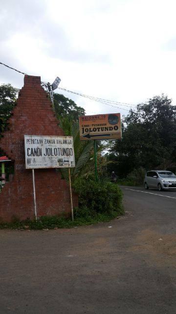 Heni Bakara Pertirtaan Zaman Airlangga Candi Jolotundo Mojokerto Trawas Kab