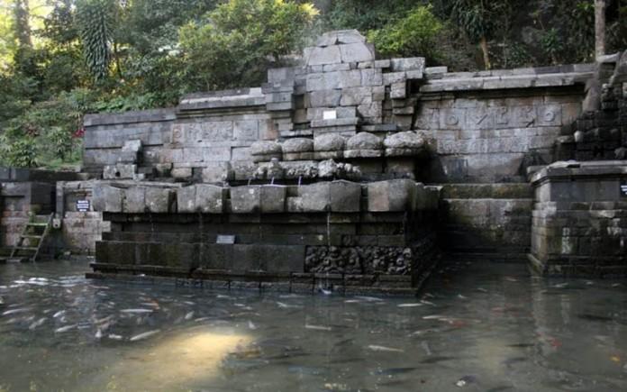 Situs Sejarah Petirtaan Jolotundo Candi Kab Mojokerto