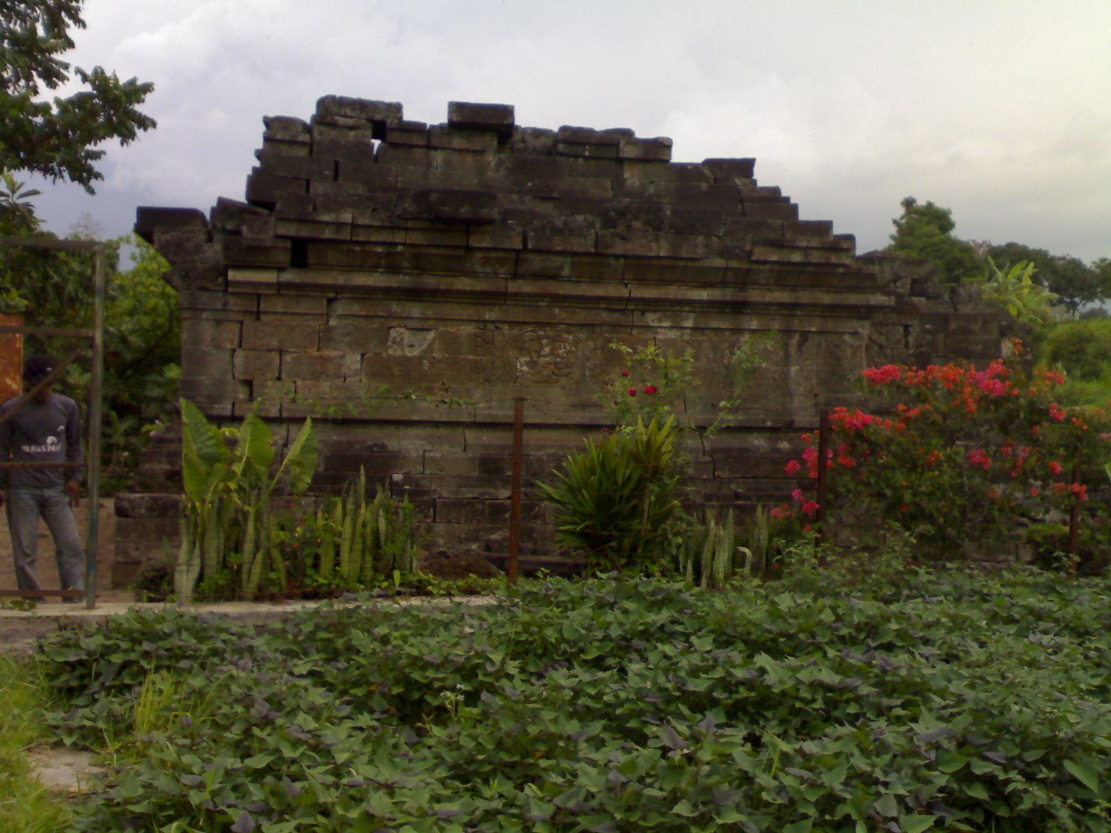 Candi Kesiman Tengah Cungkup Mojokerto Reliefnya Yahud Sayangnya Tidak Tergali