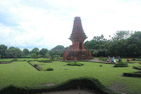 Mojokerto Tourism Candi Bajangratu Kesiman Kab