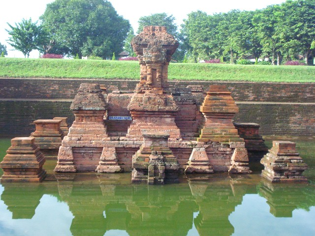 Candi Tikus Peninggalan Sejarah Kerajaan Mojopahit Hrm Corp Bentuk Pun