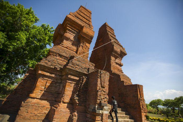 720 Kerajaan Majapahit Antara Foto Warga Mengunjungi Situs Bangunan Kuno