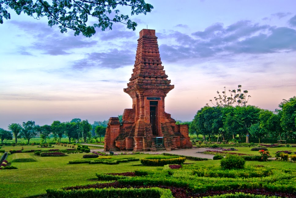 Candi Wringin Lawang Java Tourism Guide Kab Mojokerto