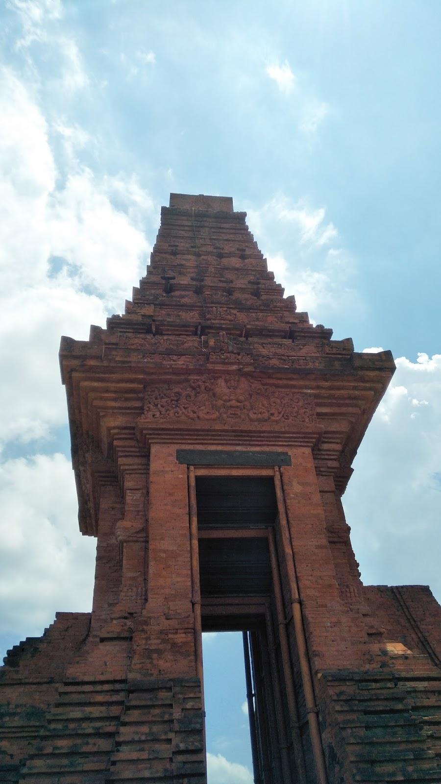 Deedandelion Candi Bajang Ratu Terletak Dukuh Kraton Desa Temon Kecamatan