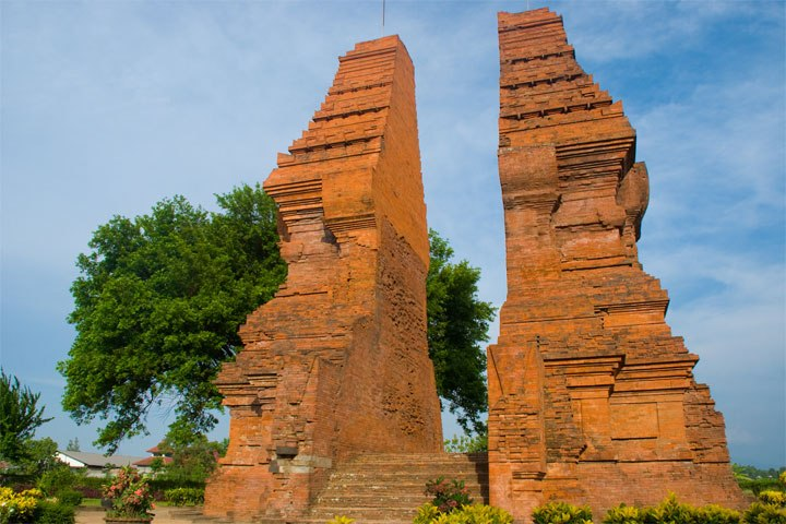 Gapura Bentar Wringinlawang Situs Peninggalan Majapahit Mojokerto Peradaban Bukanlah Sebuah