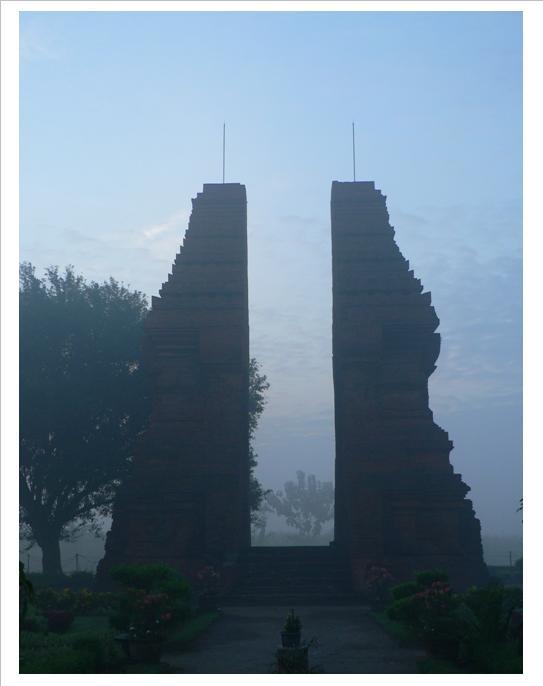 Legenda Kabut Wringin Lawang 212 Notes Misty Candi Kab Mojokerto