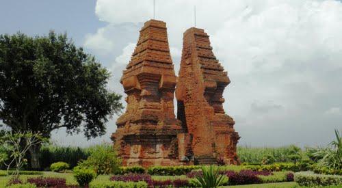 Trowulan Jadi Pabrik Baja Majalah Arkeologi Indonesia Candi Wringin Lawang