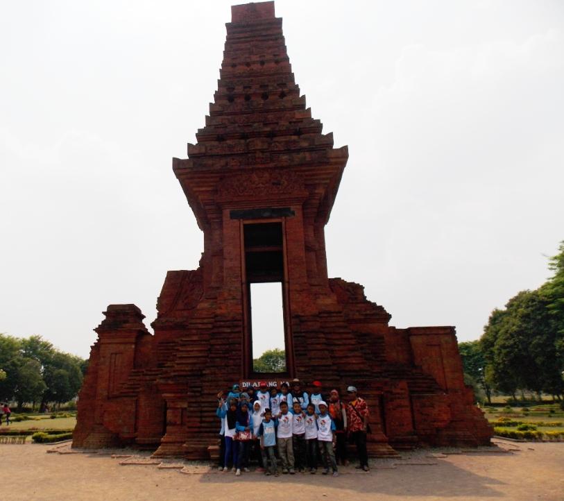 Wisata Sejarah Candi Bajang Ratu Blog Munasyaroh Fadhilah Areal Komplek