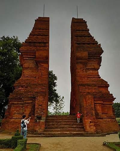 Wisata Trowulan Mojokerto Candi Wringin Lawang Situs Majapahit Kab