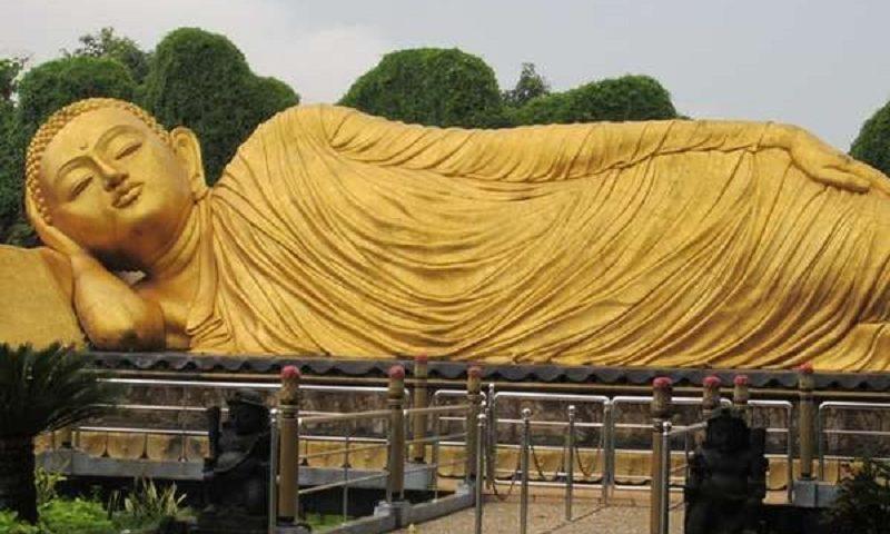 Budha Tidur Maha Vihara Patung Mojopahit Kab Mojokerto