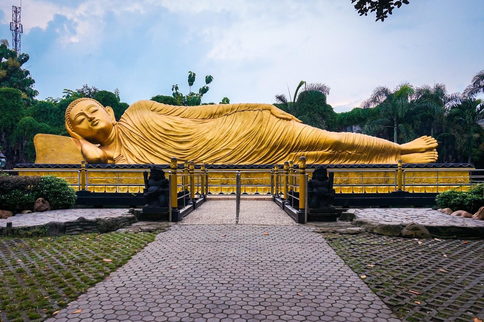 Patung Buddha Tidur Terbesar Ketiga Dunia Indonesia Ontripers Maha Vihara