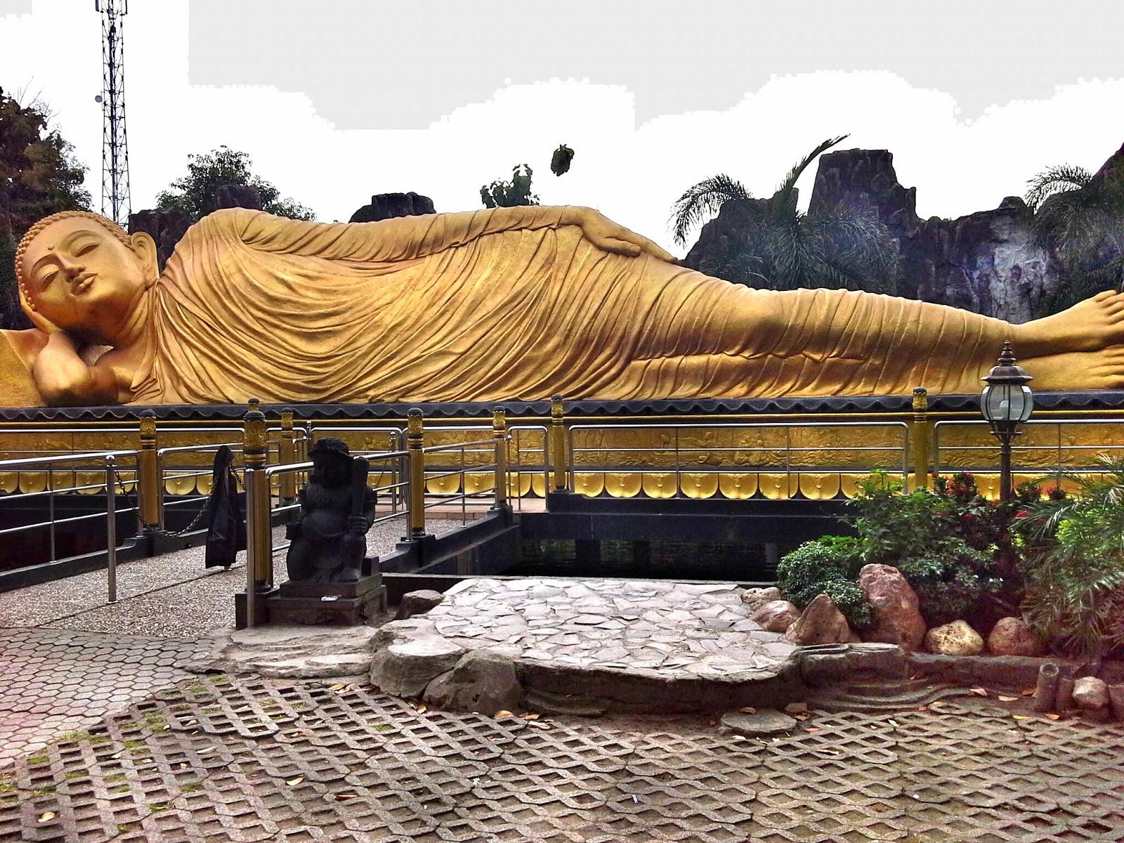 Patung Buddha Tidur Terbesar Maha Vihara Majapahit Mojopahit Kab Mojokerto