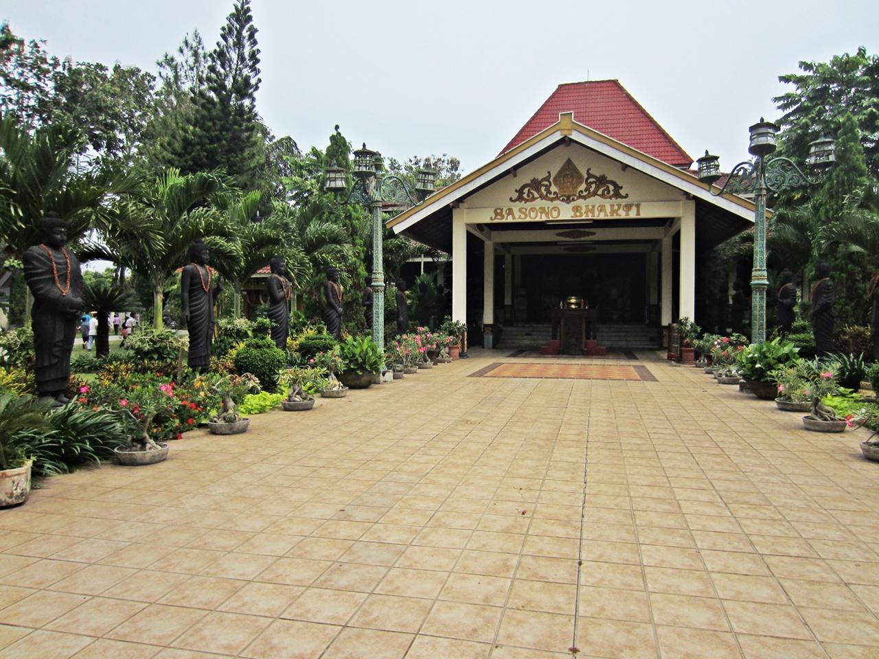 Wisata Sejarah Majapahit Trowulan World Candi Gentong Maha Vihara Mojopahit