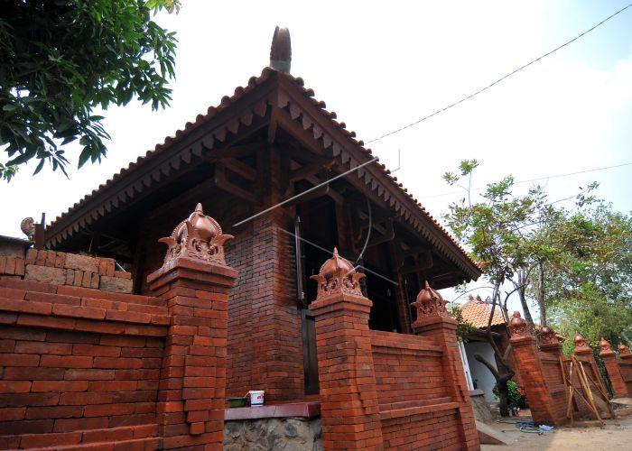 Bangun Kampung Majapahit Soekarwo Dongkrak Wisata Mojokerto Makam Troloyo Kab