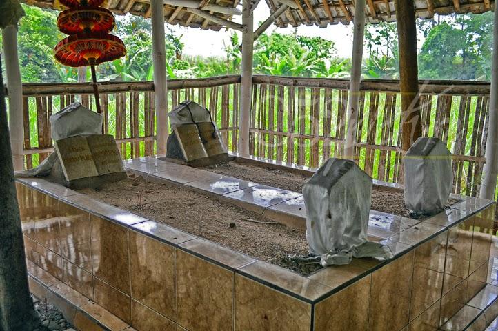 Makam Keramat Dsn Grinting Jatirejo Mojokerto C52 Onlen Troloyo Kab
