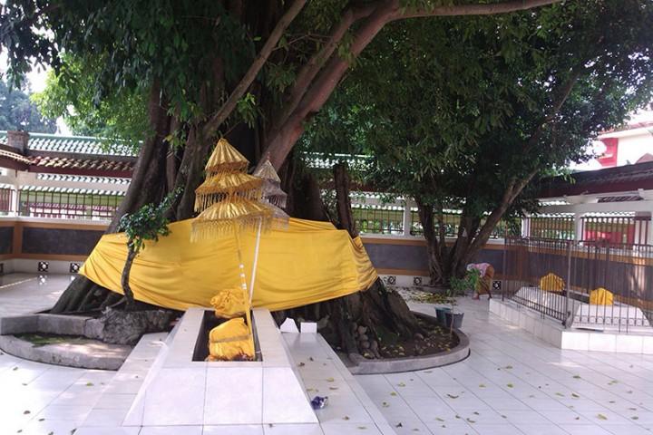 Makam Troloyo Badan Promosi Pariwisata Daerah Kabupaten Mojokerto Kab