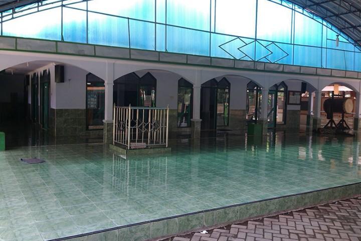 Makam Troloyo Badan Promosi Pariwisata Daerah Kabupaten Mojokerto Kompleks Pemakaman