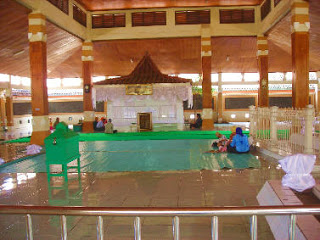 Makam Troloyo Tempat Ziarah Syech Jumadil Kubro Mojokerto Tips Kab