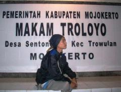 Makelar Wali 1 Makam Troloyo Mojokerto Arif Ayik Kab