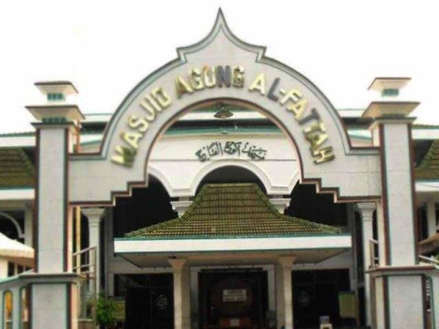 Masjid Agung Al Fattah Kota Mojokerto Pusaka Jawatimuran Makam Troloyo