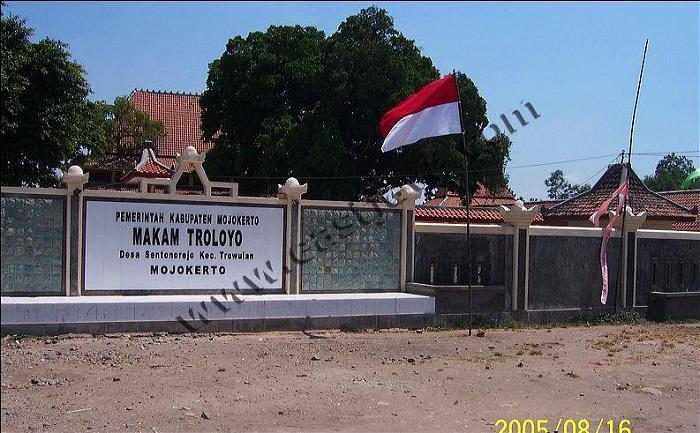 Pemakaman Umum Troloyo Kabupaten Mojokerto Makam Kab