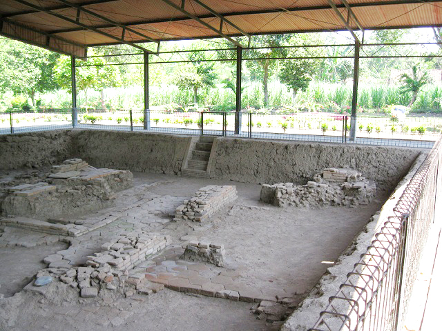 Peninggalan Kerajaan Majapahit Situs Letak Desa Sentonorejo Kecamatan Trowulan Kabupaten