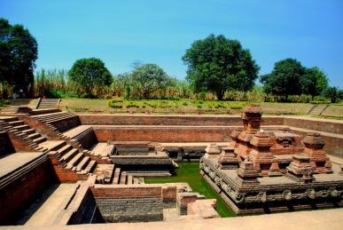 Peninggalan Kerajaan Majapahit Situs Sejarah Candi Tikus Trowulan Mojokerto Makam