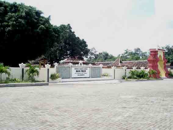 Situs Komplek Makam Troloyo Majapahit 1478 Pemakaman Islam Jaman Kerajaan