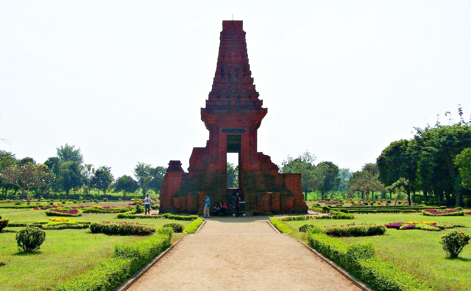 4 Tempat Wisata Mojokerto Dekat Stasiun Objek Patung Budha Candi