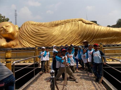 Berwisata Patung Budha Tidur Blog Munasyaroh Fadhilah Buddha Terletak Desa