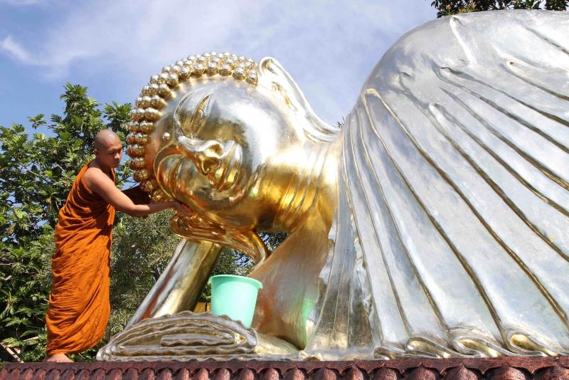 Jalan Tempat Buddha Berbaring Patung Budha Tidur Kab Mojokerto
