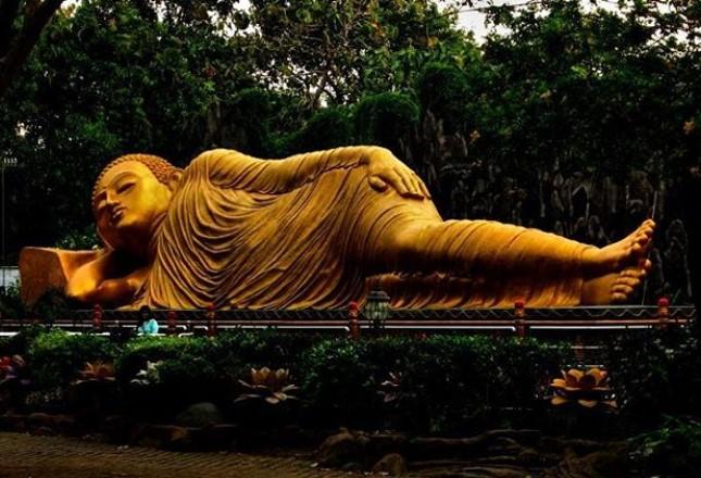 Patung Budha Tidur Mojokerto Harga Tiket Masuk Lokasinya Kab