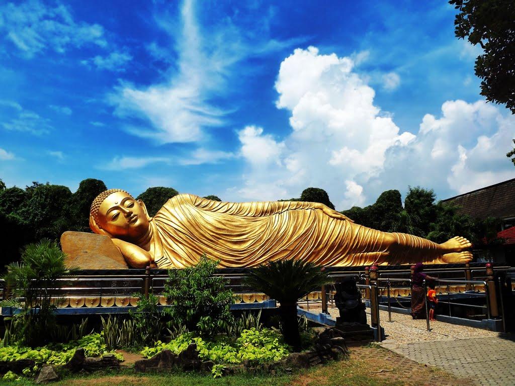 Patung Budha Tidur Mojokerto Menjadi Terbesar Indonesia Foto Wisata Jawa