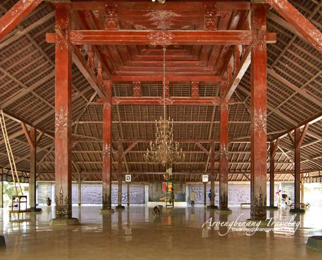 Pendopo Agung Mojokerto Building Front Great Hall Left Statue Mahapatih